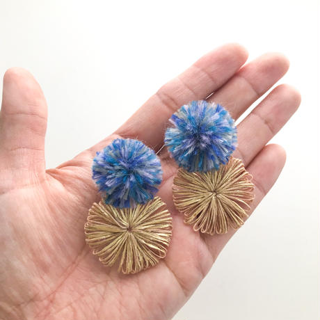 PONPONピアス / blue & beige