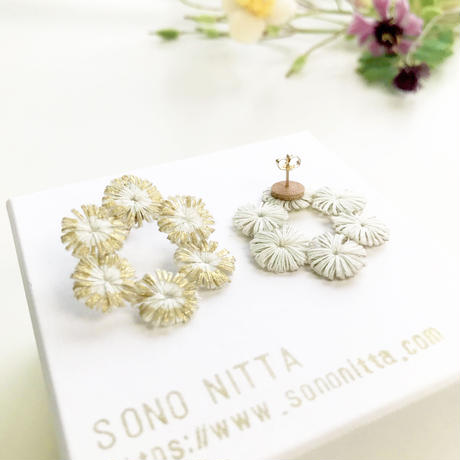 HIKARI 六連リングピアス /white