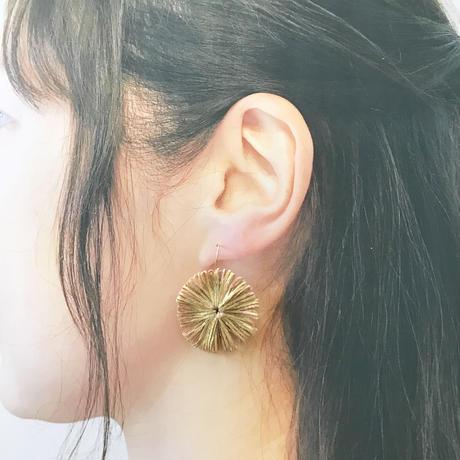 HIKARI 大粒フックピアス / beige