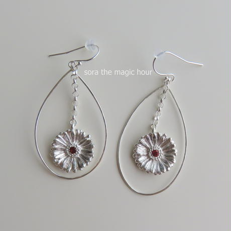 ガーベラフープピアス  sizeL 【受注生産】Gerbera earrings, Flower earrings, African Daisy