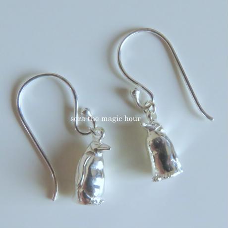 皇帝ペンギンの揺れるピアス penguin pierced earrings