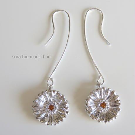 ガーベラピアス、 sizeL ガーベラフックピアス、【受注生産】Gerbera dangle earrings, Flower earrings, African Daisy,