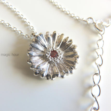 ガーベラのネックレス size L   Garbera necklace【受注生産】ガーベラ好きさんへ贈る味わいシルバーアクセサリー花言葉「希望」「前向き」11月誕生花