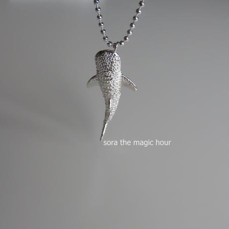 ジンベエザメ ネックレス Whale shark necklace
