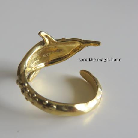 純金 泳ぐ皇帝ペンギンのフリーリング、K24ゴールド、 純金ジュエリー、純金リング、ゴールドペンギンリング