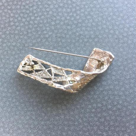 レース模様の南洋真珠ブローチ