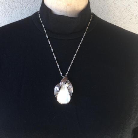 白蝶貝のペンダント