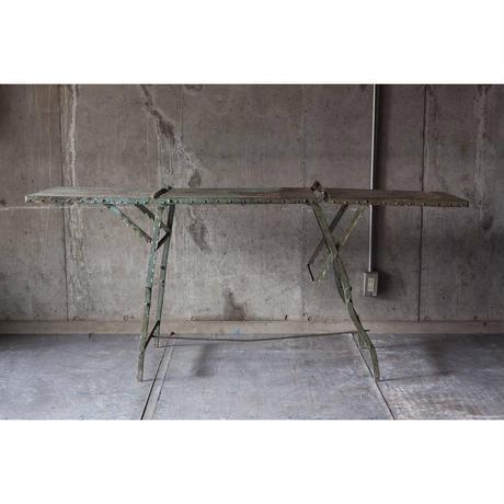 アイアンバタフライテーブル