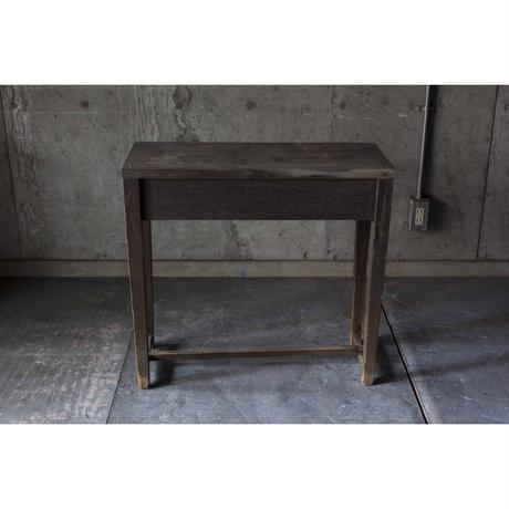 小ぶりな机