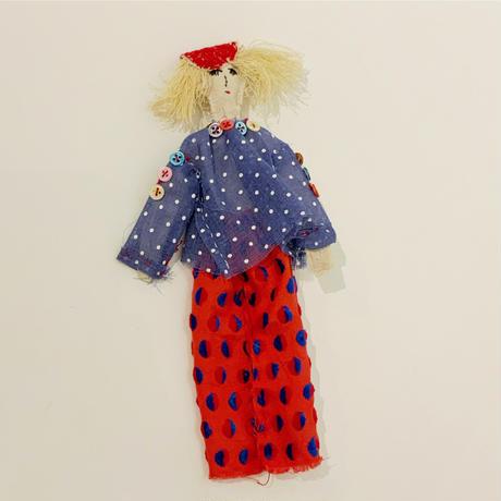 沢野弓子「小さいボタンのブラウス」人形ブローチ