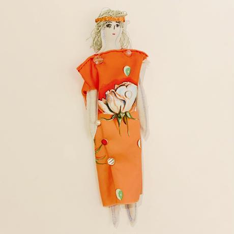 沢野弓子「バラの露」人形ブローチ