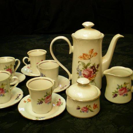 コーヒーカップと・シュガー・ミルク・ティーポットのセット