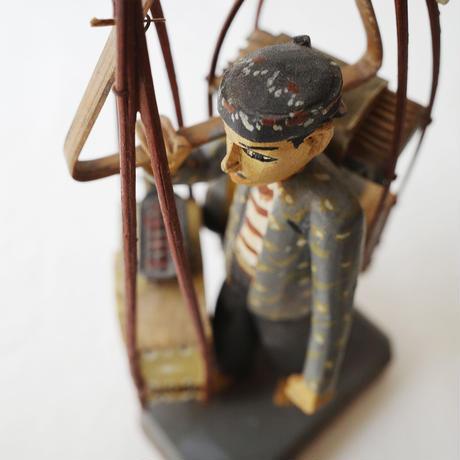 木彫のオブジェ 露天商
