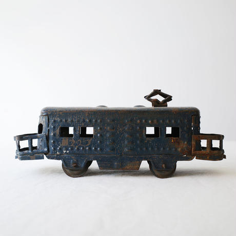 ブリキの電車のオブジェ