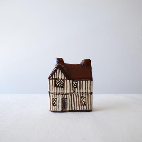 陶製の家のオブジェ