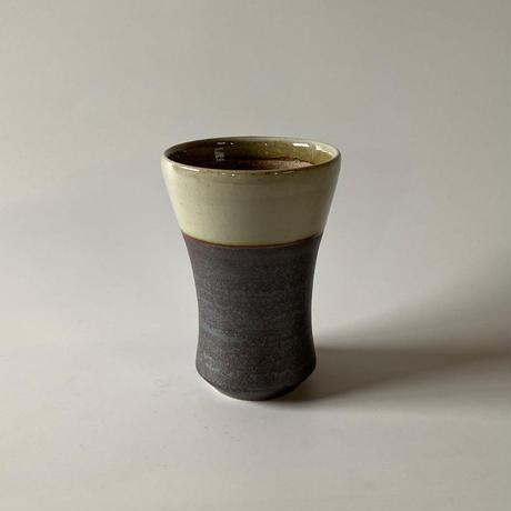 ビールカップ(中 口径約8㎝・高さ約12㎝)白・下鉄 (03)