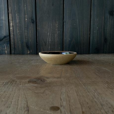 深皿(3.5寸/約10.5cm)黒・外焼締め (05)