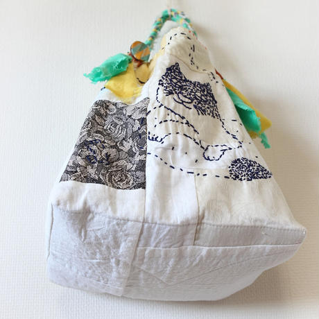 刺繍バッグ「浮き輪ネコ」