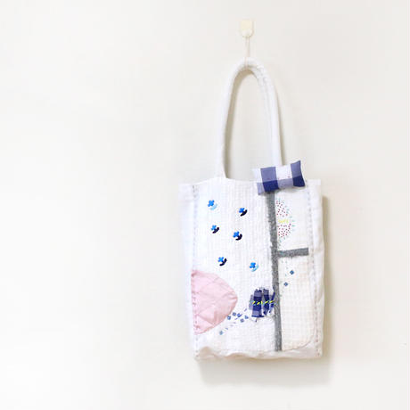 ホワイト刺繍バッグ kobana Blue