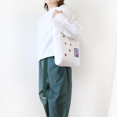 ホワイト刺繍バッグkobana