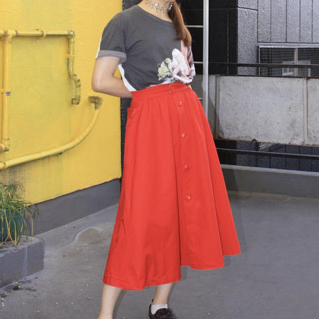 red button closed skirt