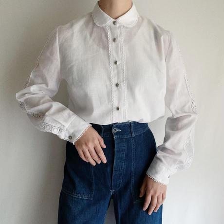70's Euro Vintage Round Collar Lace Design Blouse
