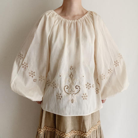 70's Euro Vintage Cutwork Lace Design Balloon Sleeve Tunic