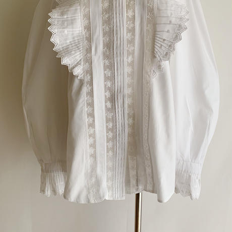 Euro Vintage Heart Embroidery  Lace Blouse