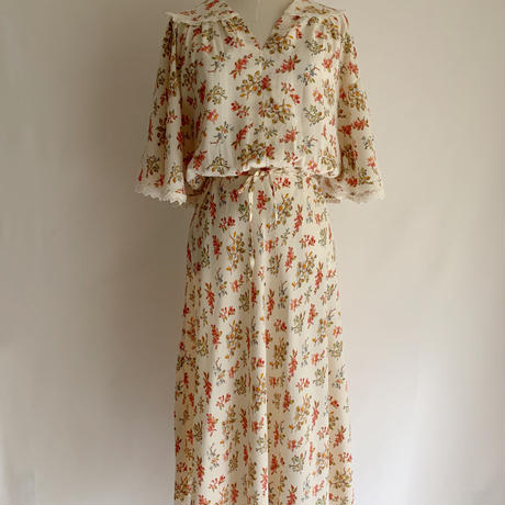 70's Euro Vintage Flower Print  Dress With Ribbon