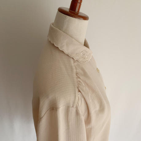 70's Euro Vintage Scallop Design Blouse