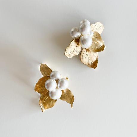 nuts leaf earring