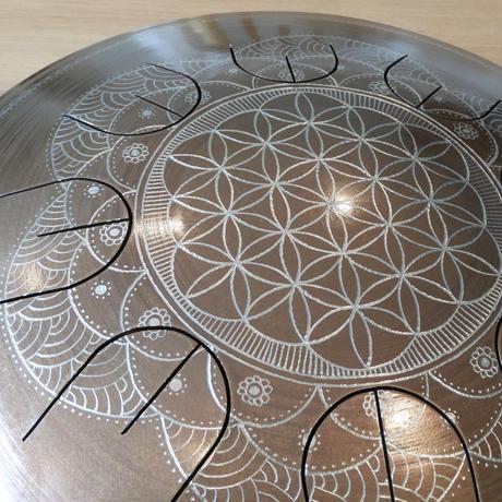 【グーダドラム 】 音階:イークィノックス  / 彫刻:フラワーオブライフ