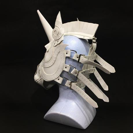 『一角獣の革製仮面』  白