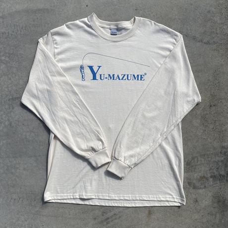 YU-MAZUME Bend Curve Logo L/S TEE