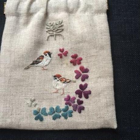 薬袋:雀たちとカタバミ