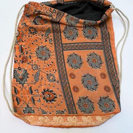 インド製 古いサリーでアップサイクルされたリュックサック