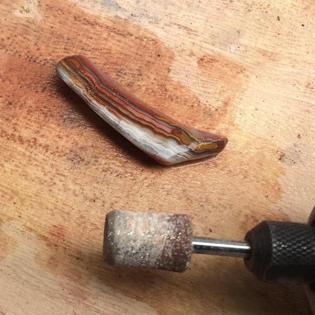 DR1 クレイジーレースアゲート穴あき 牙爪型