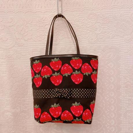 苺柄のトートバッグ
