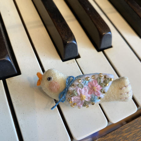 小鳥ブローチ イエロー