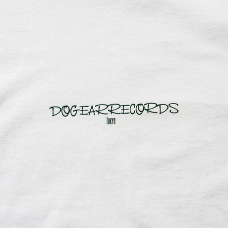 DOGEAR RECORDS tee  (White × Forest)