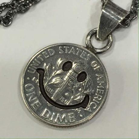 (ピービーディー) P.B.D PEACE MARK PENDANT 10¢ SMALL FACE ピースマーク(スマイル) コインペンダント・ネックレス(10セント硬貨)約50cm