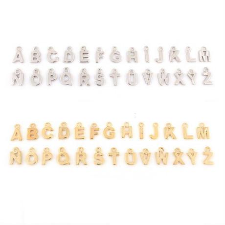 【ハンドメイド】ゴールドアルファベットチャーム/イニシャルメタルペンダント/DIYパーツ資材  のコピー