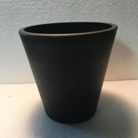 Heavy plastic pot 4