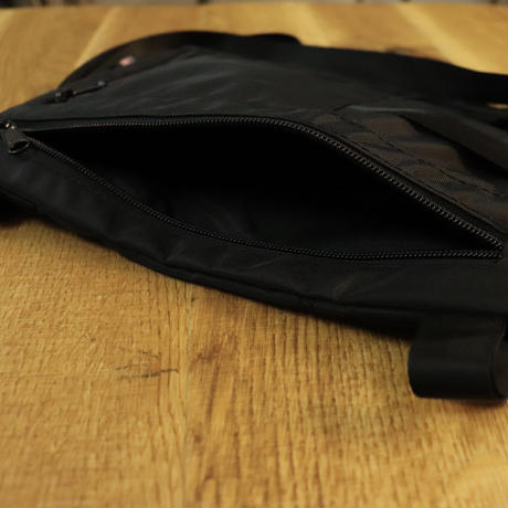 IGNOBLE (イグノーブル)  11020 Krupcheck Subdued Shoulder Bag  Black(N)