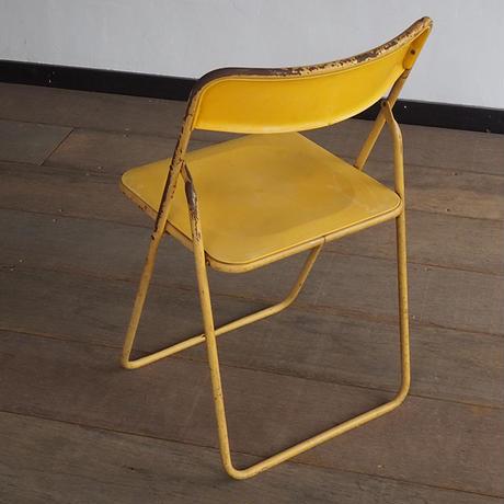 黄色の折りたたみチェア