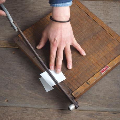 木製裁断機 [ c ]