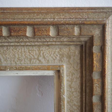 白とゴールドの木製フレーム
