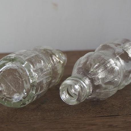 気泡入りの小さなガラス瓶