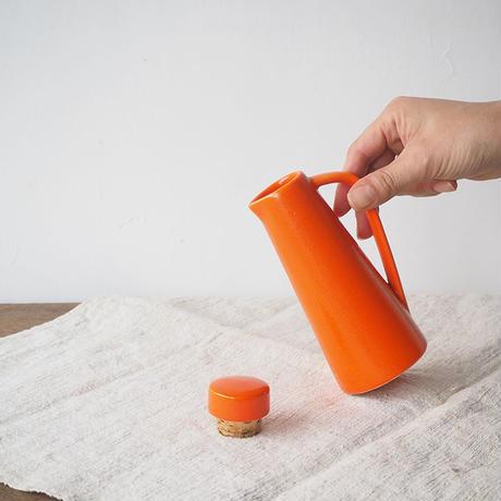 オレンジ色の調味料ポット