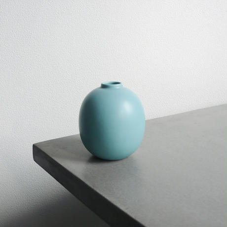 curves green vase